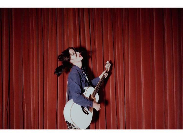 Laura-Mary Carter press photo